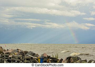 basura, en, el, orilla, de, el, charca, de, el, mar, en, el, horizonte, ciudad, y, arco irirs