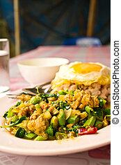 bata frito, albahaca, alimento tailandés