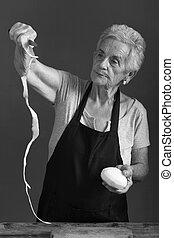 batatas, mulher sênior, casca