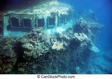 bateau submergé