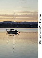 bateau, sur, a, lac, à, coucher soleil