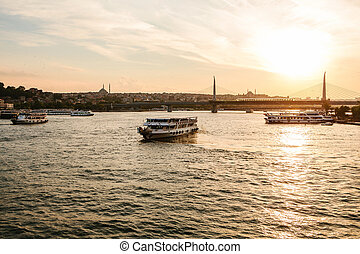 bateaux, nautisme, long, les, bosphore, sur, les, fond, de, beau, vues, de, sambul, à, sunset.