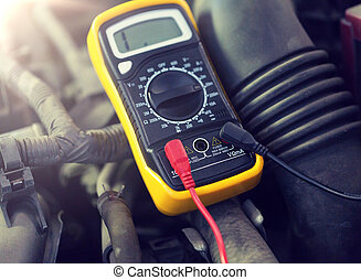 batería, coche, prueba, multímetro, o, voltímetro