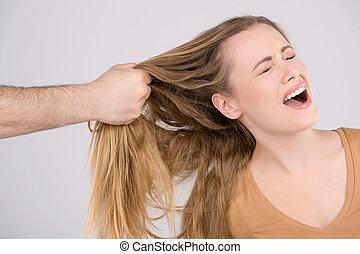 bater, jovem, cima, cabelo puxa, femininas, fim, woman., mão, homem