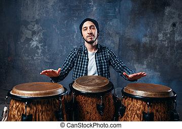 baterista, tocando, ligado, madeira, cilindros bongo, batida, música