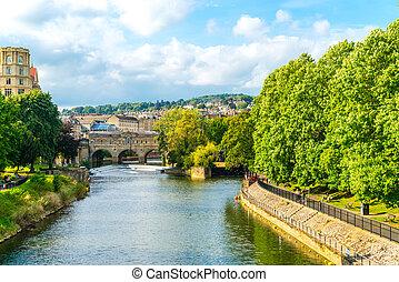 BATH, ENGLAND - AUG 30, 2019:View of the Pulteney Bridge River Avon in Bath, England