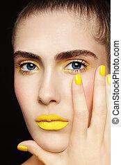 batom, amarela