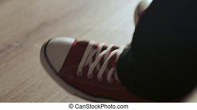 battement, pied, espadrilles, rouges, humain