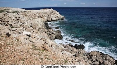 battement, rivage rocheux, vagues, sur, contre, shore., seascape., bruit, beau, rouleau