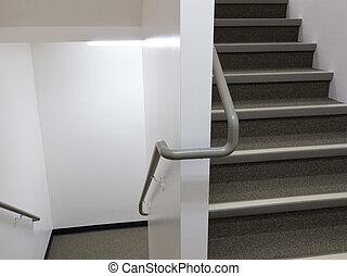 bauenden inneres, weißes, treppenaufgang, mit, geländer