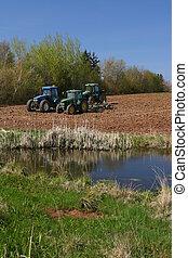 bauernhof, teich, mit, mehrere, traktoren, fluß, john,...