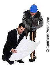 bauhofarbeiter, zusammen, arbeitende , ingenieur