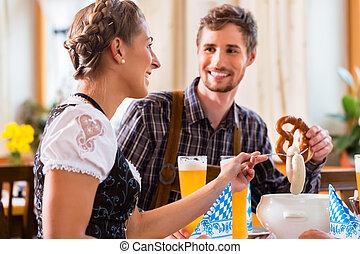 bayersk, kvinna ätande, man, restaurang