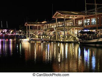 Bayside Marketplace in Miami - MIAMI, FL - MAY 8: Bayside ...