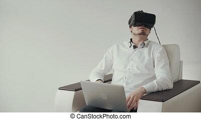 bckground, isolé, réalité virtuelle, laptop., utilisation, blanc, lunettes, homme