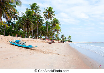 Beach at low tide with boat, Pititinga, Natal (Brazil) -...