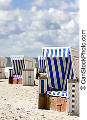 Beach baskets on the beach of Sylt - many beach baskets on ...