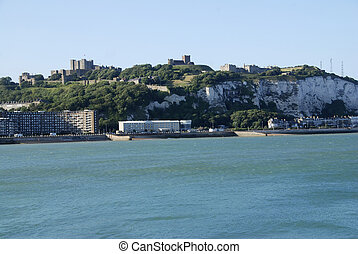 Beach in Dover - Coast in Dover with a view at the Castle ...