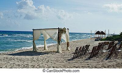 beach wedding in Cancun Mexico