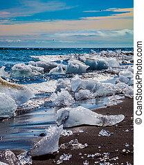 Ice Lagoon - Jokulsarlon, Iceland