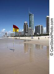 Australia - Beachfront skyline with famous Q1 skyscraper -...