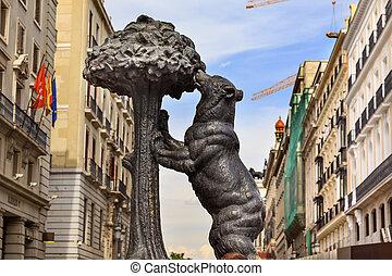 Bear and Mulberry Tree El Oso y El Madrono Statue Symbol of Madr