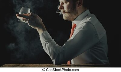 bearded, человек, sits, with, стакан, of, алкоголик,...