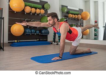 Bearded young male practising bird dog exercise - Body ...