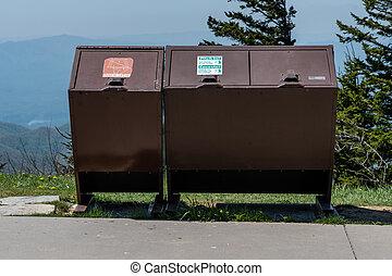 bearproof, trashcans, in, il, smokies