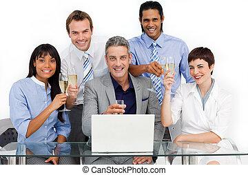 beato, squadra affari, tostare, con, champagne