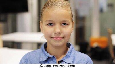 beau, école, préadolescent, fille souriante, heureux