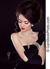 beau, épaules, femme, perle, sur, sombre, bared, mode, collier, portrait
