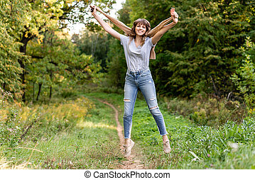 beau, épaules, femme, pull-over vert, light., jeune, jaune, automne, fond, coucher soleil, arbres, feuillage, portrait, chaud, park.