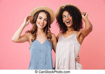 beau, été, différent, couleur, têtes, chapeaux, isolé, deux, paille, toucher, rose, quoique, fond, peau, élégant, sourire, sur, robes, femmes