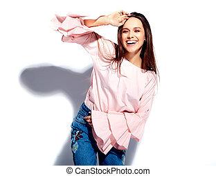 beau, été, femme, brunette, modèle, chemisier, jean, isolé, caucasien, bleu, rose claire, fond, élégant, impression, portrait, sourire, fleurs, blanc