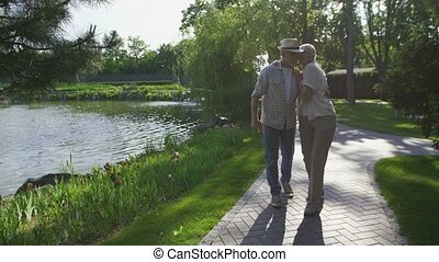 beau, été, marche, couple, parc, personne agee