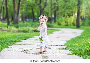 beau, été, marche, jardin, dorlotez fille, adorable
