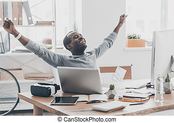 beau, achieved!, bureau, séance, africaine, reussite, jeune, quoique, bureau, sourire, créatif, faire gestes, homme