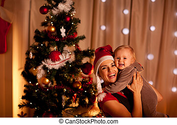 beau, arbre, jeune, mère, bébé, portrait, sourire, noël