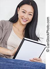 beau, asiatique, femme chinoise, utilisation, tablette, informatique