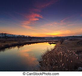 beau, automne, coucher soleil nuages, reflété dans, les, river.