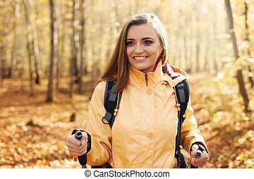 beau, automne, femme, actif, randonnée