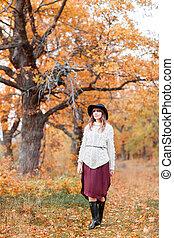 beau, automne, habillé, chandail, jeune, long, forest., hair., girl, chapeau