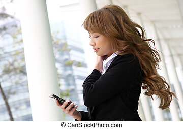 beau, bâtiment, affaires femme, moderne, téléphone