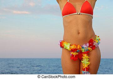 beau, baigner, femme, stands, hawaien, habillé, jeune, plage., complet, guirlande, fleurs, taille