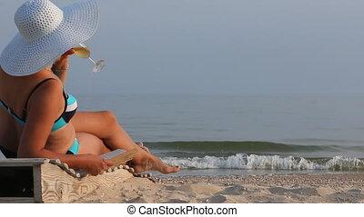 beau, bains de soleil, livre, boire, vin., lecture, girl