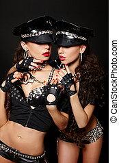 beau, birght, brunette, police, bouclé, nudité semi, menottes, deux, long, isolé, cheveux, lèvres, maquillage, sexy, blanc rouge, femmes