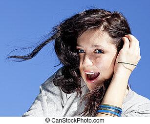 beau, bleu, brunette, ciel, arrière-plan., portrait, girl