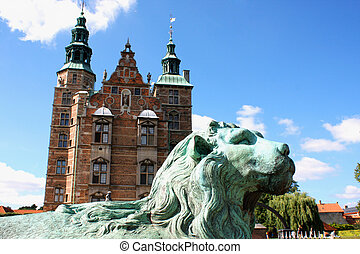 beau, bleu, palais, away., bridge., sky., denmark., contre, meditatively, regarder, lion, rosenborg, statue, copenhague, devant, château, sculpture, situé, wistfully