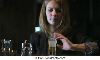 beau, boire, femme, barre, cocktail